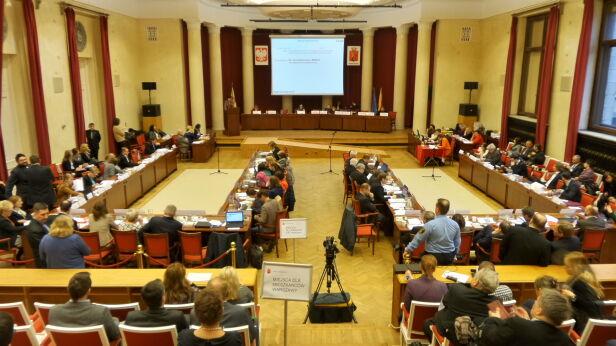 Sesja rady miasta Mateusz Szmelter, tvnwarszawa.pl