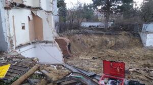 Dom zburzony bez zgody konserwatora. Varsavianista: nie ma za czym płakać