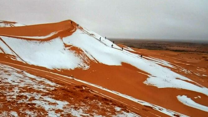 Śnieg na Saharze. Niecodzienny widok
