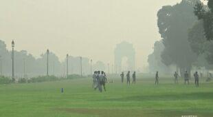 Hindusi boją się smogu, bo może zwiększać szanse na zakażenie koronawirusem